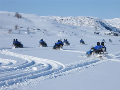snowmobile excursion from norway to finland photo by hans hatle - barents safari.jpg